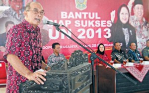 Idham Samawi giving a speech